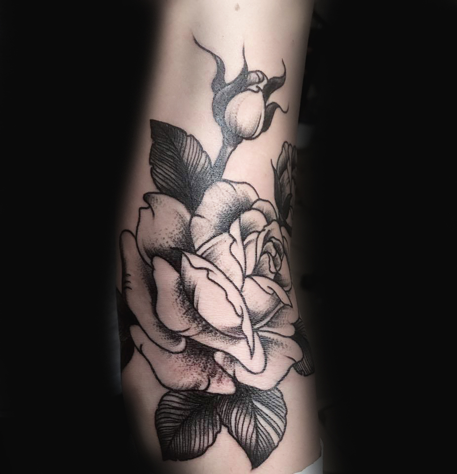 Ivan-Herrera-Tattoo-Berlin-Blackwork-Rose